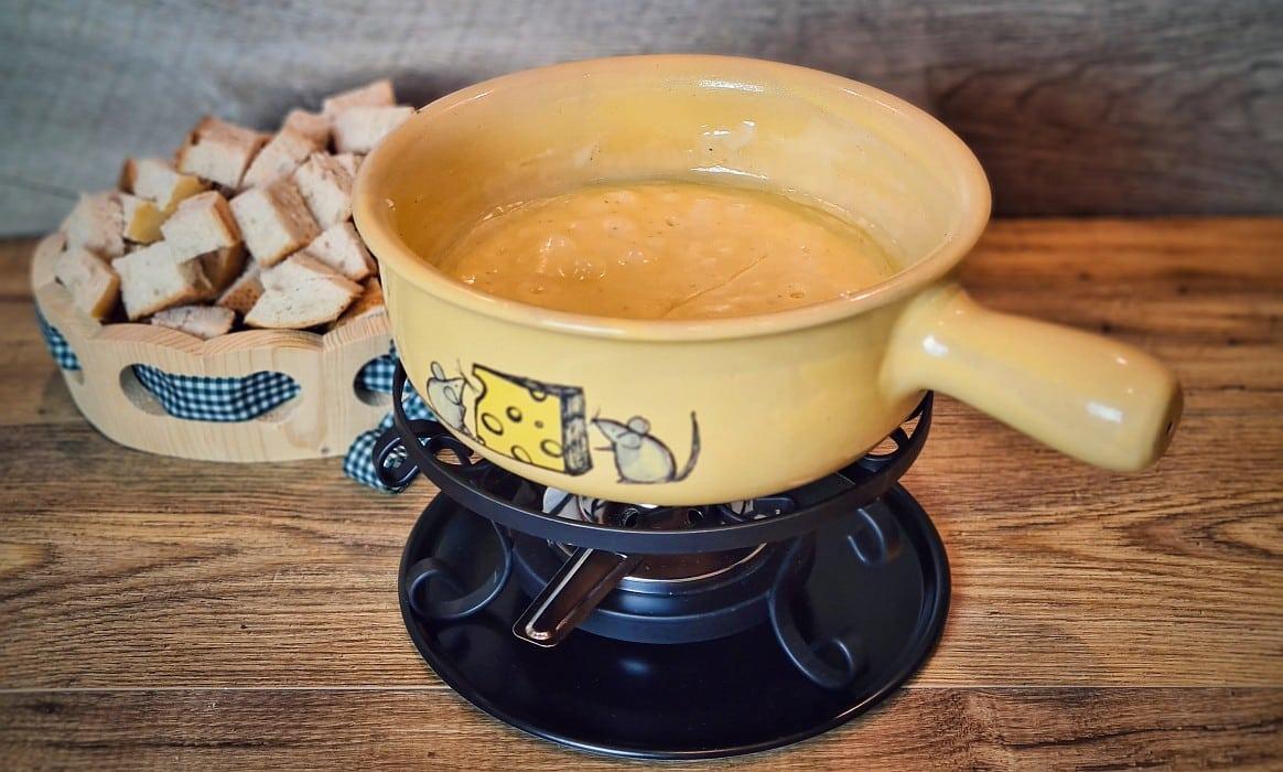 Schweizer Käsefondue käsefondue-Kaesefondue-Käsefondue – 5 Tipps für das perfekte Schweizer Käsefondue