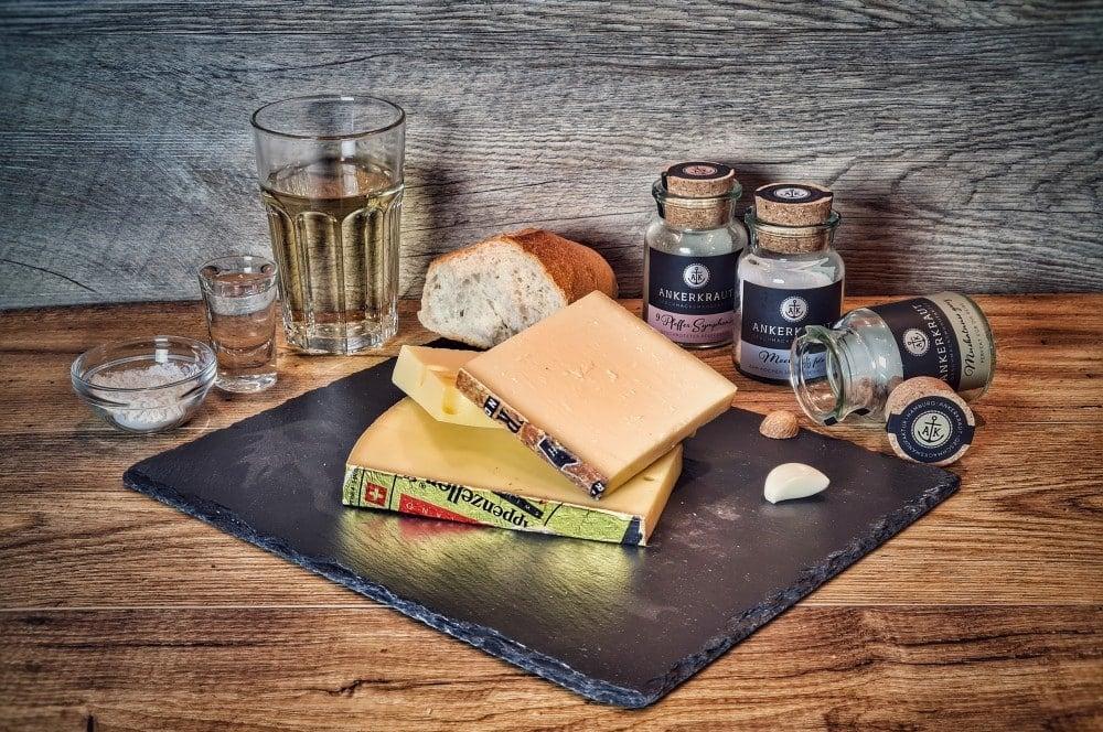 Alle Zutaten für Käsefondue auf einen Blick käsefondue-Kaesefondue 01-Käsefondue – 5 Tipps für das perfekte Schweizer Käsefondue