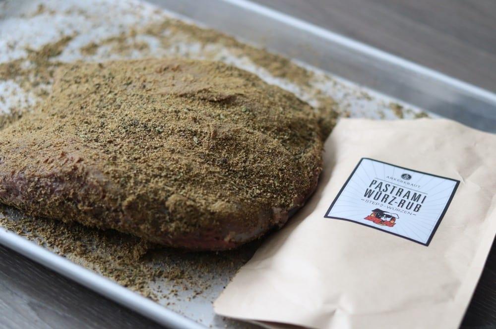 Der Pastrami Würz-Rub wird aufgetragen hirsch-pastrami-Hirsch Pastrami 05-Hirsch-Pastrami aus der Keule