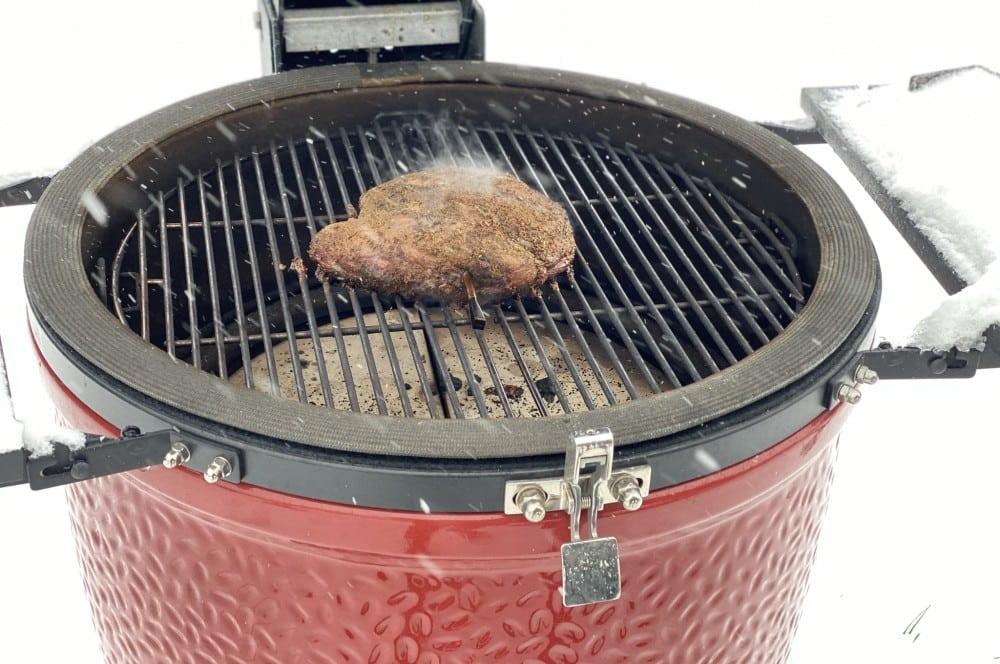Das Hirsch-Pastrami wird im Kamado Joe Keramikgrill geräuchert hirsch-pastrami-Hirsch Pastrami 06-Hirsch-Pastrami aus der Keule