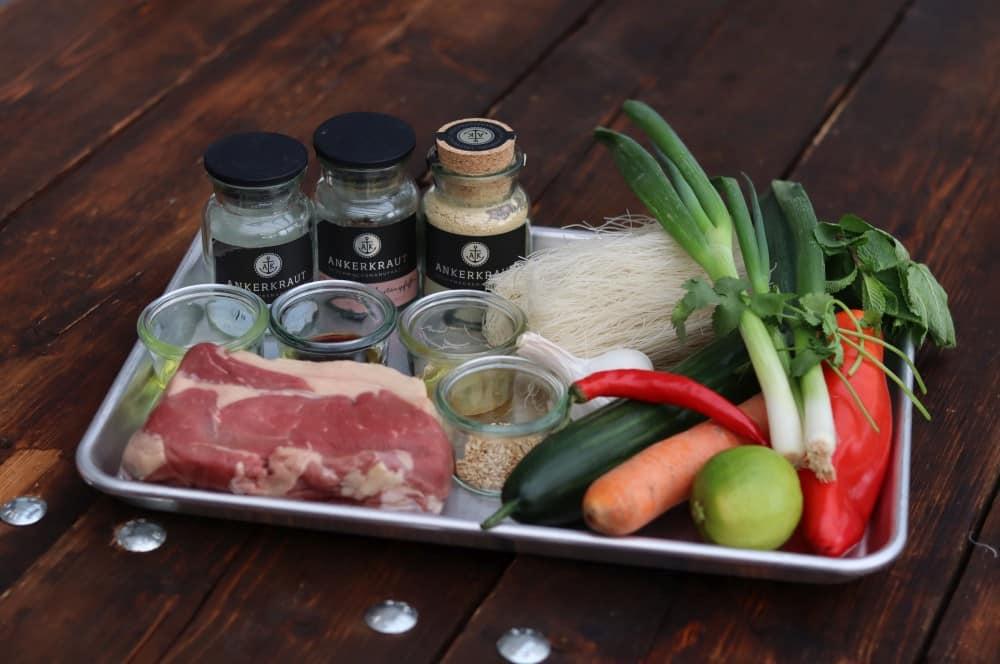 Alle Zutaten für asiatischen Rindfleischsalat auf einen Blick asiatischer rindfleischsalat-Asiatischer Rindfleischsalat 01-Asiatischer Rindfleischsalat