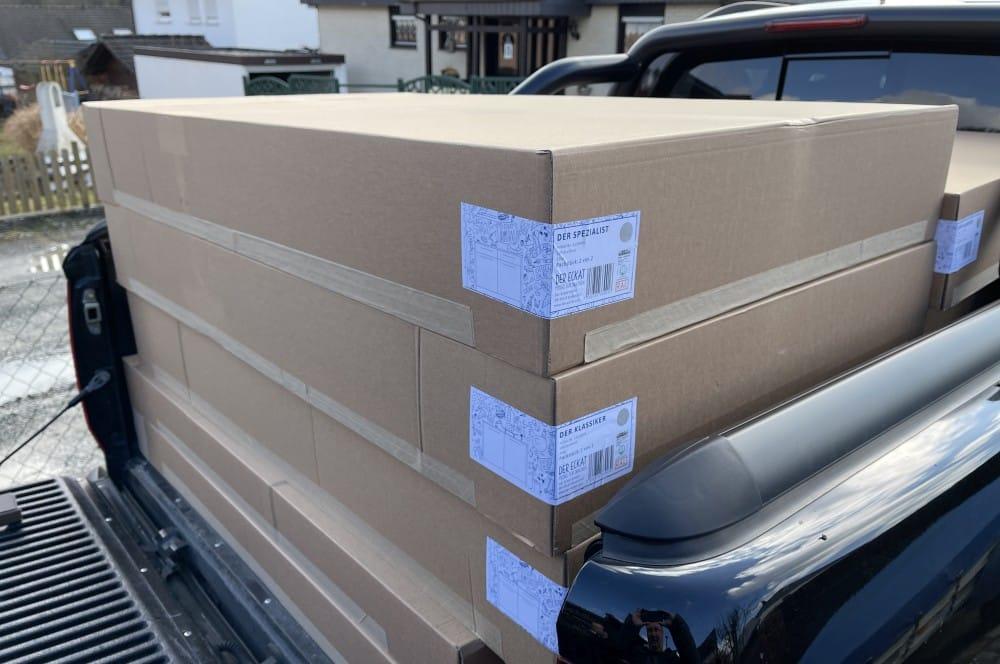 Der Eckat wird in kompakten Kartons angeliefert der eckat-Der Eckat Moebel fuer Draussen 11-Der Eckat – Möbel für draußen