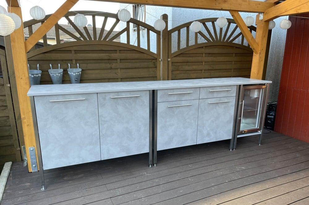 Drei Möbelstücke werden zu einer 3 m langen Küchenzeile kombiniert der eckat-Der Eckat Moebel fuer Draussen 17-Der Eckat – Möbel für draußen