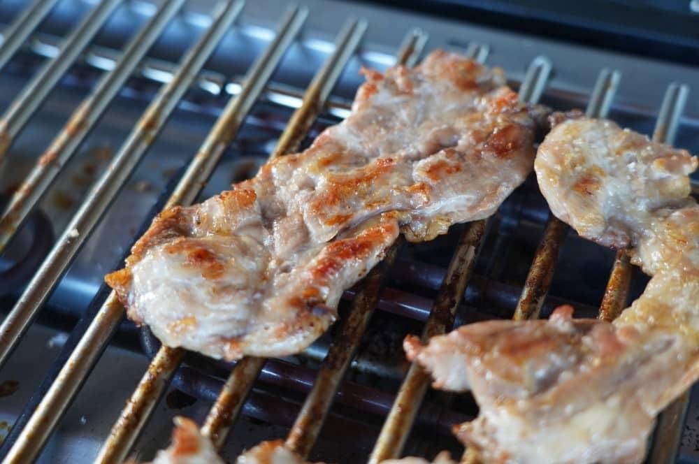 Kachelfleisch braucht nur wenige Minuten auf dem Grill kachelfleisch-burger-Kachelfleisch Burger 03-Kachelfleisch-Burger mit Balsamico-Zwiebeln