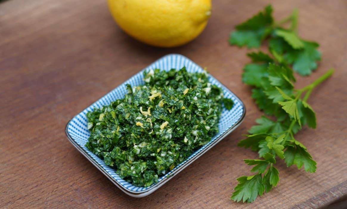 Gremolata mit Petersilie und Zitrone gremolata-Gremolata Zitrone Petersilie-Gremolata – Rezept für die Kräuter-Würzmischung aus der Lombardei