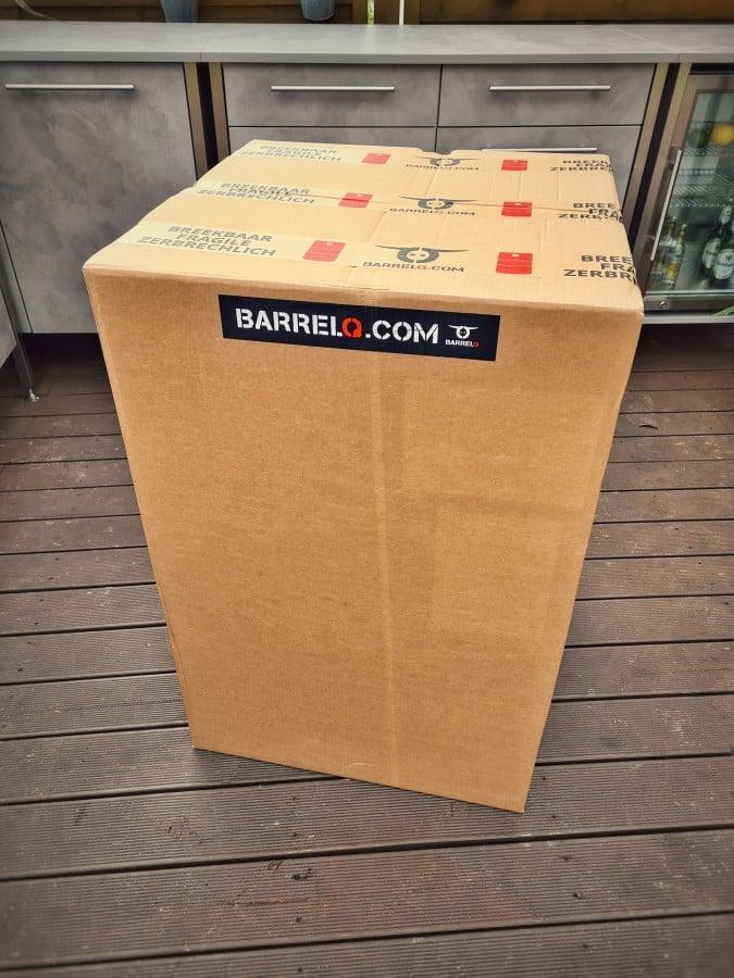 Das BarrelQ Big Barbecue Grillfass wird geliefert barrelq big barbecue grillfass-BarrelQ Barbecue Grillfass Teppanyaki 01-BarrelQ Big Barbecue Grillfass mit Teppanyaki-Platte