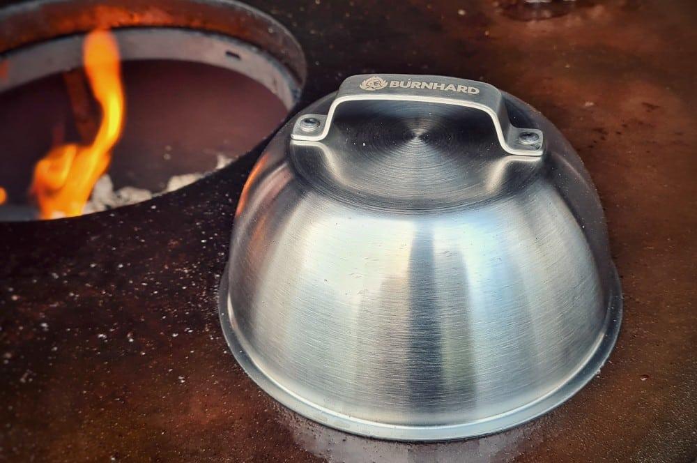 Der Melting Dome im Einsatz ultimatives burger-set-Burnhard ultimatives Burgerset 04-Ultimatives Burger-Set von BURNHARD im BBQPit-Quickcheck