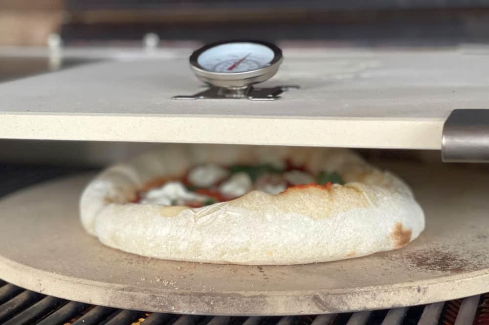 Bereits nach wenigen Sekunden geht der Teig auf moesta-bbq pizzacover flex-Moesta BBQ Pizzacover Flex 2021 07-Moesta-BBQ Pizzacover Flex 2021 im BBQPit-Test