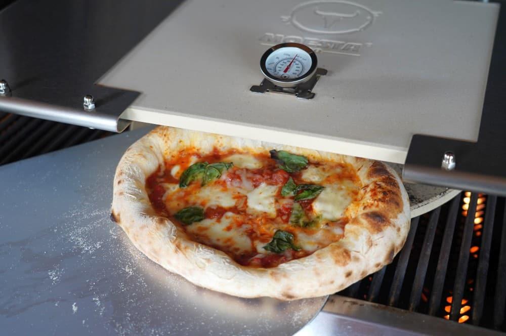 Pizza Neapolitana vom Gasgrill moesta-bbq pizzacover flex-Moesta BBQ Pizzacover Flex 2021 08-Moesta-BBQ Pizzacover Flex 2021 im BBQPit-Test