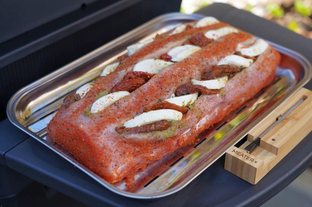 Der Fächerbraten ist bereit für den Grill fächerbraten caprese-Faecherbraten Caprese Tomate Mozzarella 04-Fächerbraten Caprese mit getrockneten Tomaten und Mozzarella