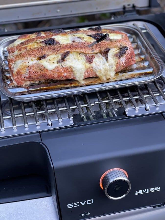 Die Garzeit auf dem Severin SEVO GTS beträgt ca. 60 Minuten fächerbraten caprese-Faecherbraten Caprese Tomate Mozzarella 05-Fächerbraten Caprese mit getrockneten Tomaten und Mozzarella