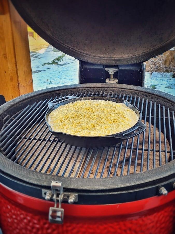 Die kretanischen Kartoffeln werden bei 200°C indirekter Hitze zubereitet kretanische kartoffeln-Kretanische Kartoffeln 03-Kretanische Kartoffeln