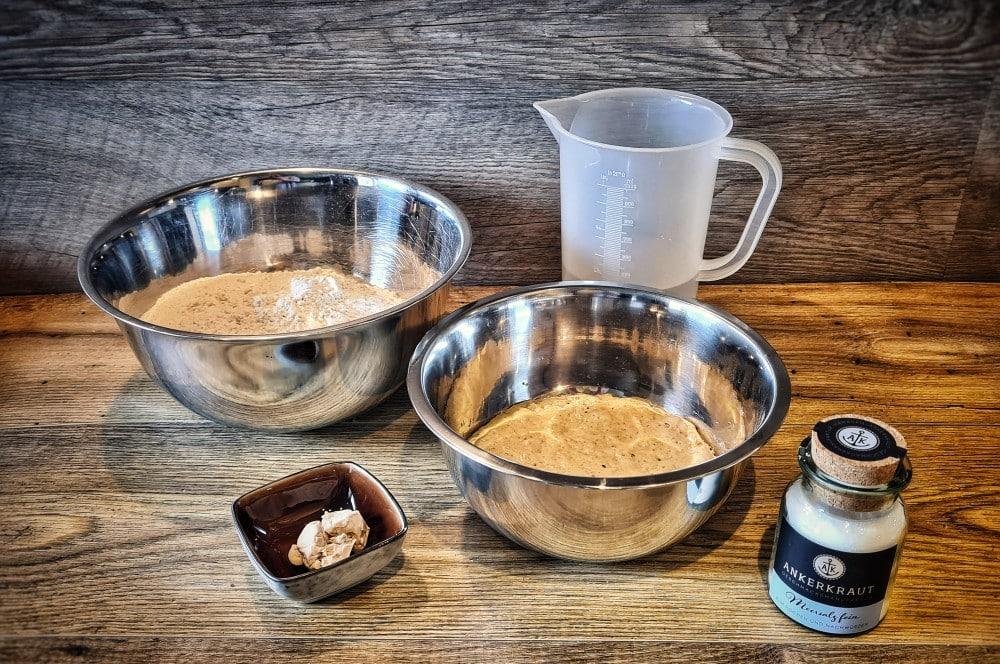 Alle Zutaten für das Weißbrot auf einen Blick weißbrot-Weissbrot 01-Weißbrot selber backen – traditionelles Rezept
