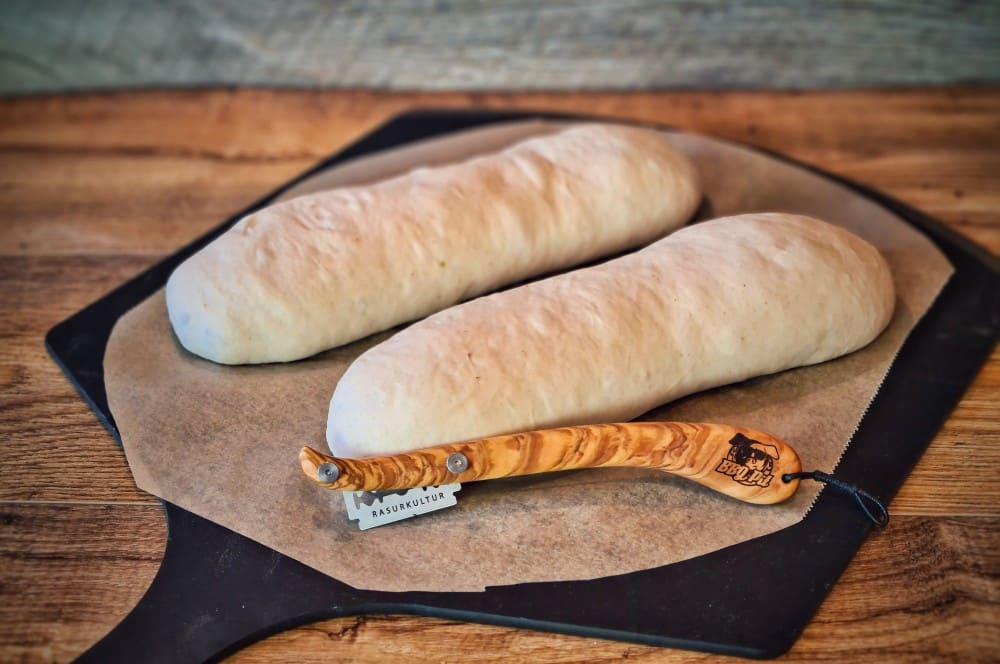 Aus dem Teig werden zwei Brote geformt weißbrot-Weissbrot 04-Weißbrot selber backen – traditionelles Rezept