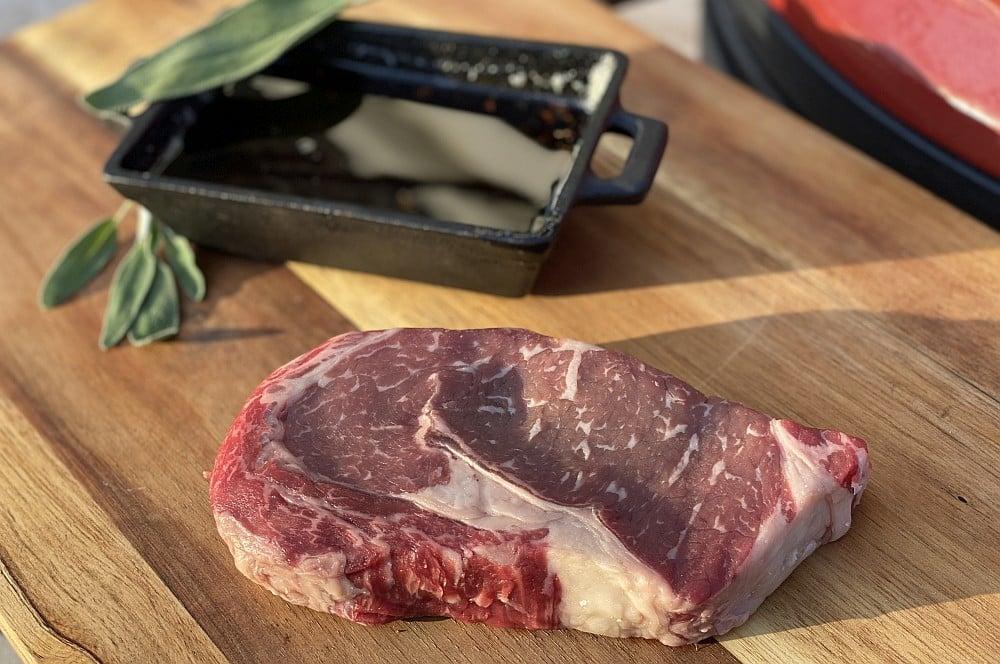 Greater Omaha RibEye-Steak von Albers Food greater omaha ribeye-steak-Greater Omaha RibEye Steak Salbei Butter 01-Greater Omaha RibEye-Steak mit Salbeibutter