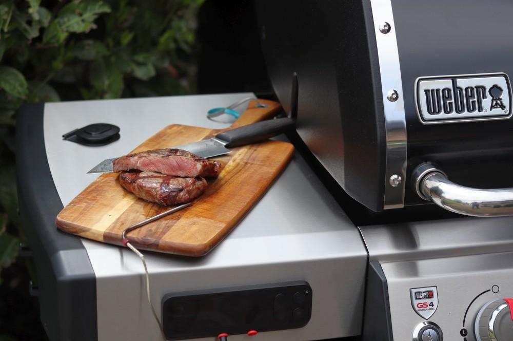 Medium gegrilltes Steak mit dem Weber Connect Hub weber genesis ii ex-335 gbs-Weber Genesis II EX 335 GBS Smart Grill 09-Weber Genesis II EX-335 GBS – Der smarte Gasgrill von Weber