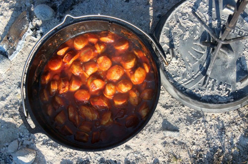 Der Currywurst-Topf ist nach ca. 30 Minuten fertig currywurst-topf-Currywurst Topf Dutch Oven 04-Currywurst-Topf aus dem Dutch Oven currywurst-topf-Currywurst Topf Dutch Oven 04-Currywurst-Topf aus dem Dutch Oven