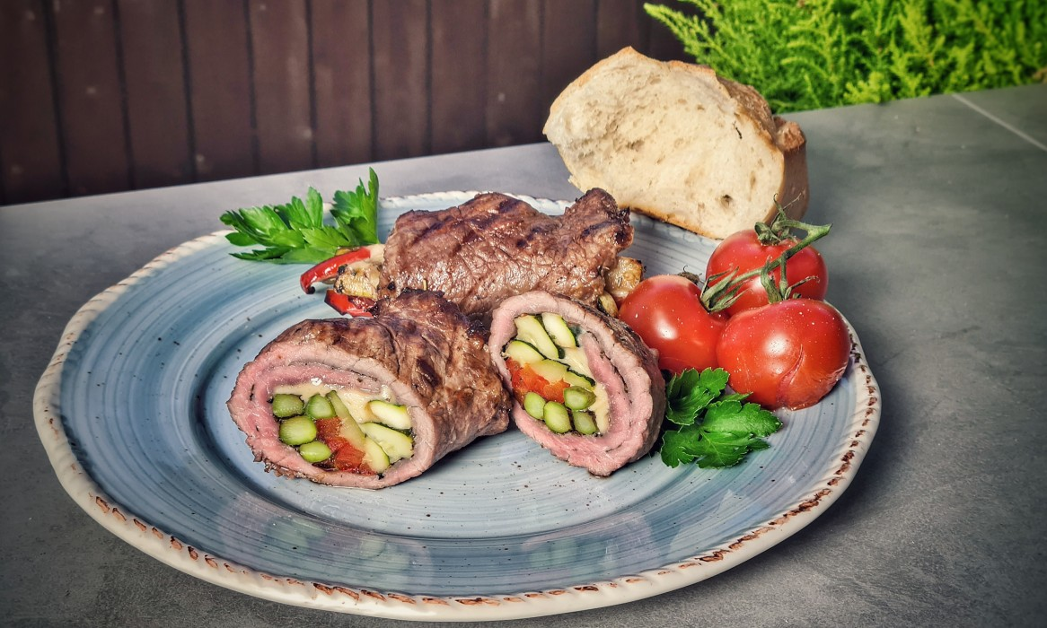 Kalbs-Involtini kalbs-involtini-Kalbs Involtini-Kalbs-Involtini gefüllt mit mediterranem Gemüse kalbs-involtini-Kalbs Involtini-Kalbs-Involtini gefüllt mit mediterranem Gemüse