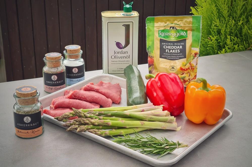 Alle Zutaten für Kalbs-Involtini auf einen Blick kalbs-involtini-Kalbs Involtini 01-Kalbs-Involtini gefüllt mit mediterranem Gemüse kalbs-involtini-Kalbs Involtini 01-Kalbs-Involtini gefüllt mit mediterranem Gemüse