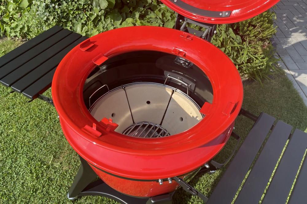 Der SloRoller wird auf den Kessel des Kamado Joe Kettle Joe aufgesetzt kamado joe kettle joe-Kamado Joe Kettle Joe 11-Kamado Joe Kettle Joe im BBQPit-Test